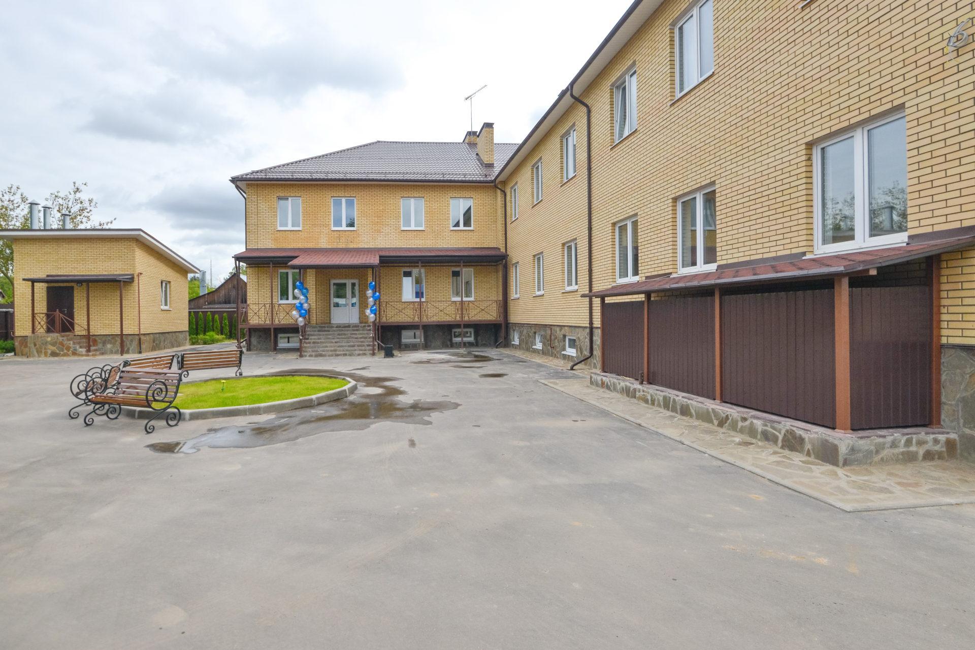 Дом престарелых курской области вакансии сторож в частный дом москва